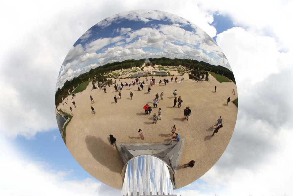 Anish Kapoor mirror balloon, included in the entry price to Versailles