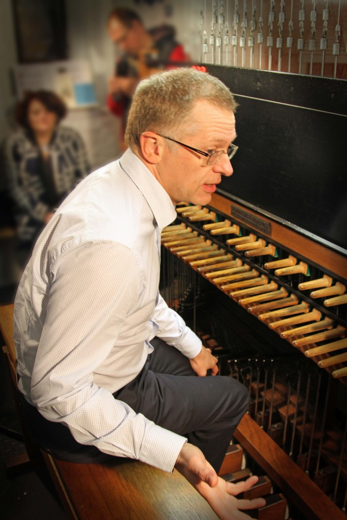 Luc Rombouts at the baton keyboard