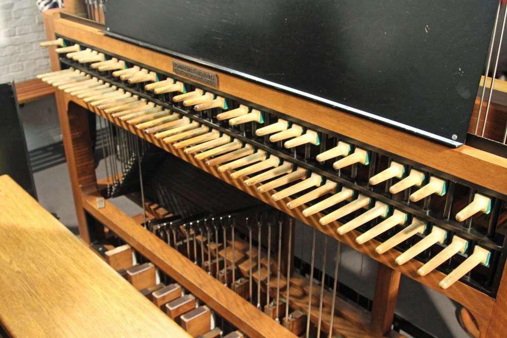 The carillon instrument