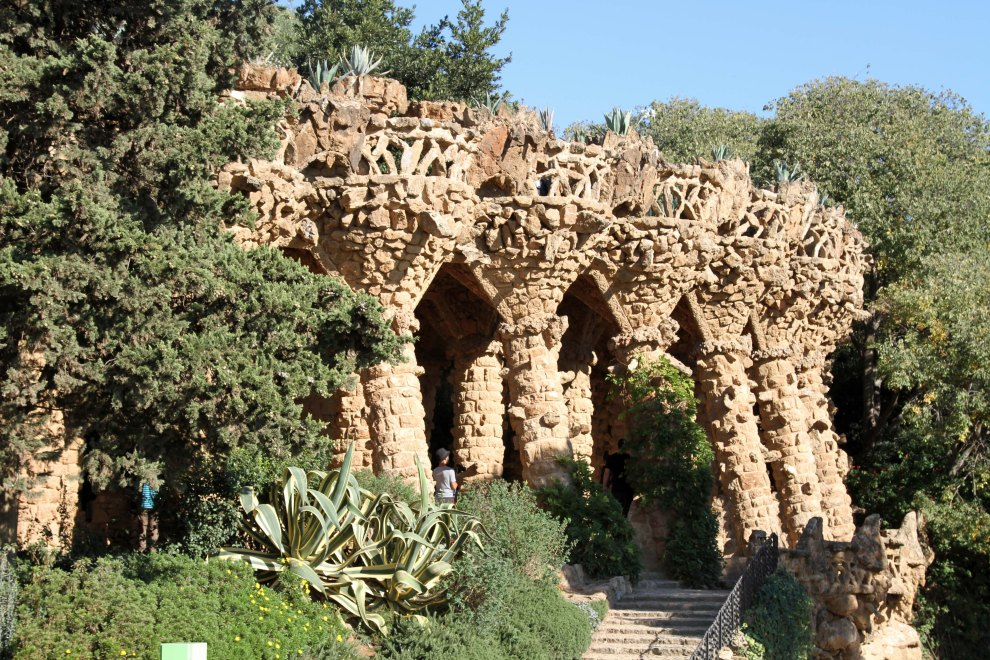 Park Güell viaducts: perpendiculars not much in Gaudí's vocab.