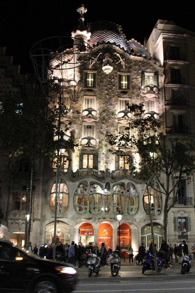 Casa Batlló at night