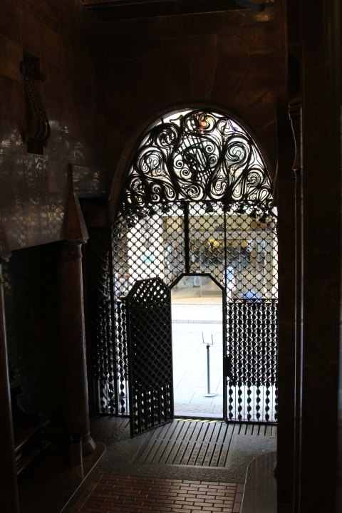 Palau Güell: carriage exit